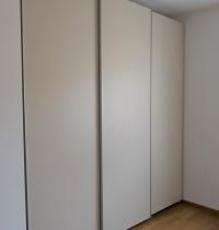 Elegantní skříně s posuvy Hettich